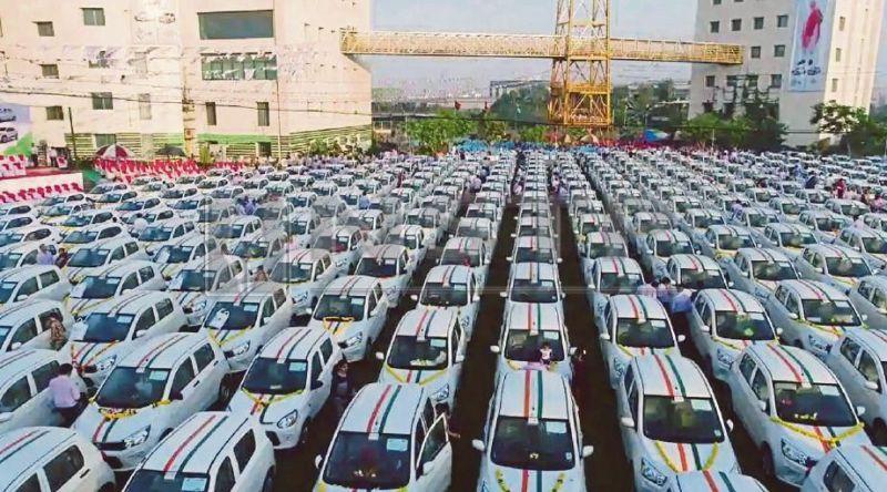 Алмазный магнат подарил сотрудникам 600 автомобилей Maruti Suzuki