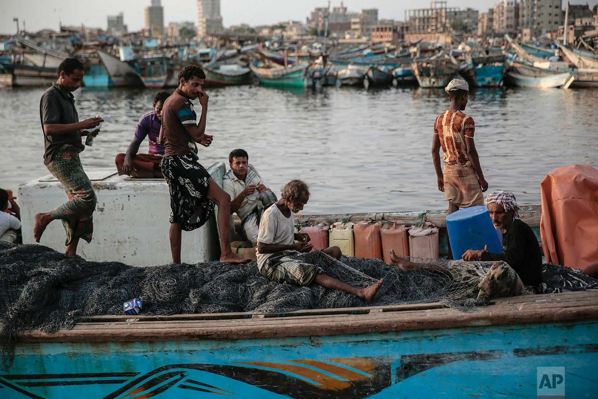 Рыбаки рискуют погибнуть в бурных водах Йемена