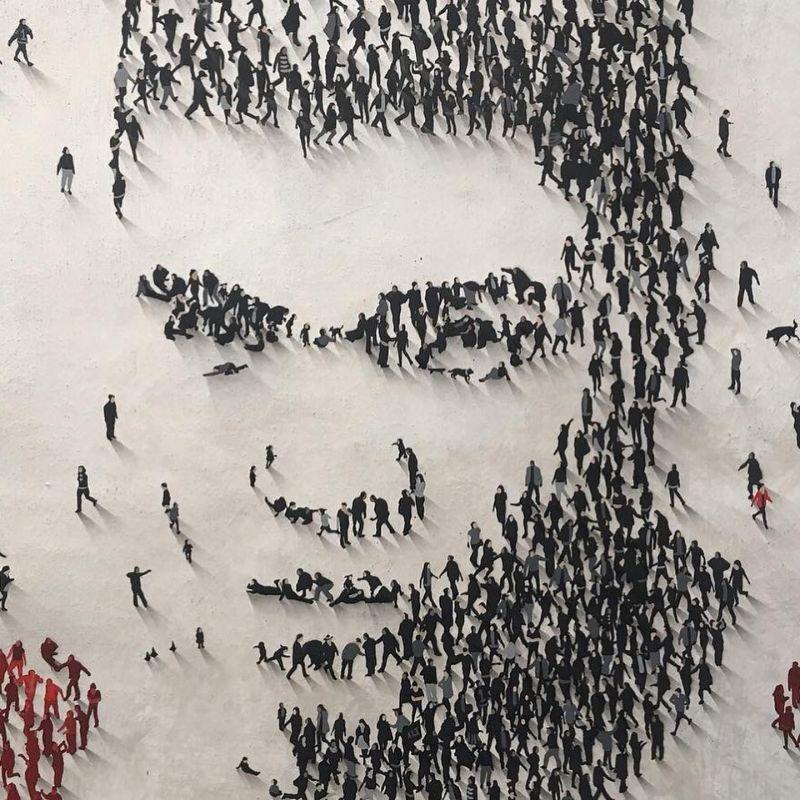 Портреты известных личностей и персонажей из прогуливающихся людей