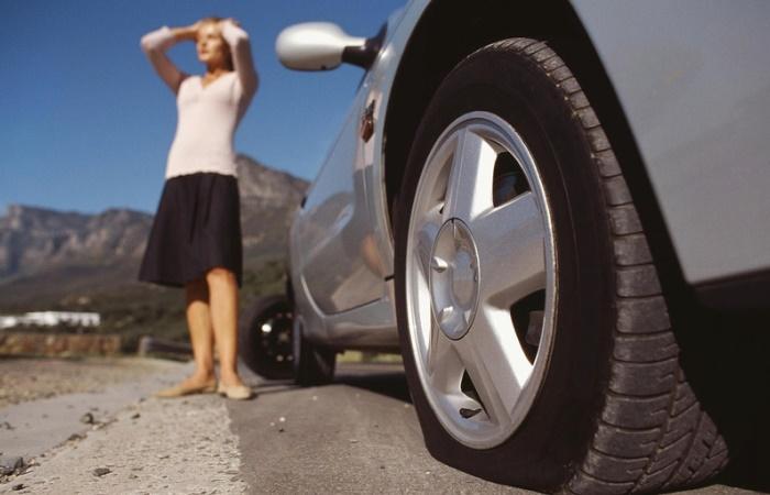 Как накачать колесо если в автомобиле нет насоса