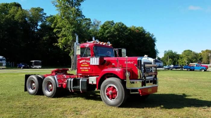 Американские большие грузовики для дальнобойных перевозок