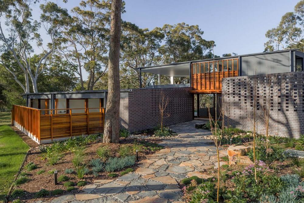 Дом с крытой открытой гостиной в Австралии