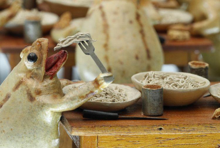 Музей, в котором 108 чучел лягушек изображают сценки из жизни