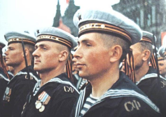 Почему матросы носят головные уборы с лентами