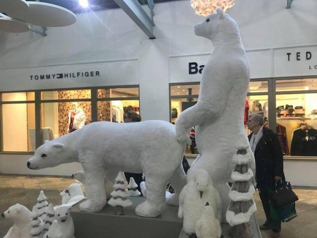 Посетители торгового центра пожаловались на рождественскую инсталляцию