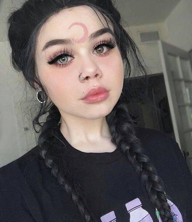 Девушки-фрики, делающие странные модификации тела