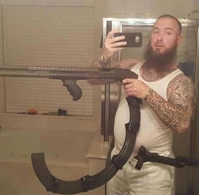 Суровые селфи с оружием и не только