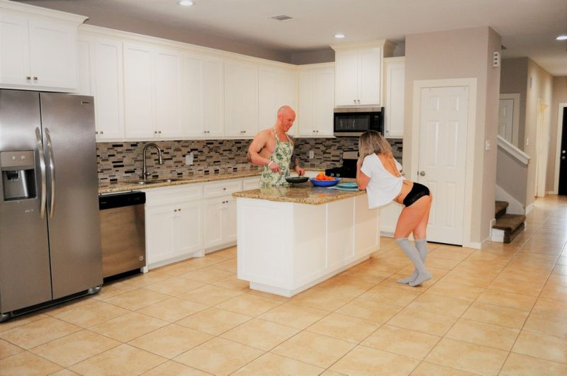 Риэлтор добавила полуголых моделей в объявление о продаже дома