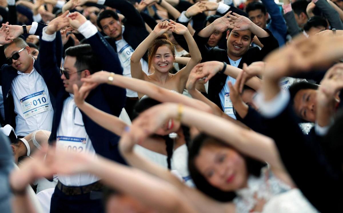 Ежегодный забег невест в Бангкоке