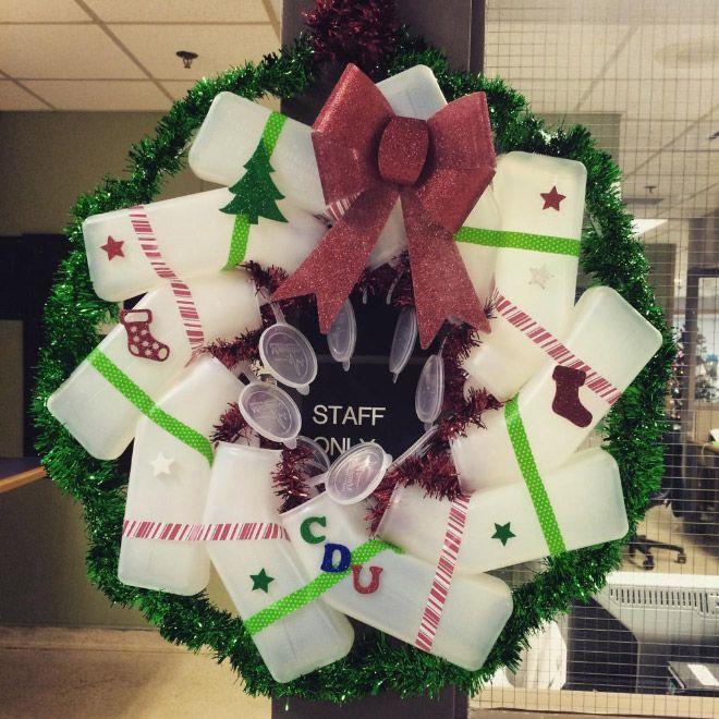 Как медики украшают больницы к новогодним праздникам