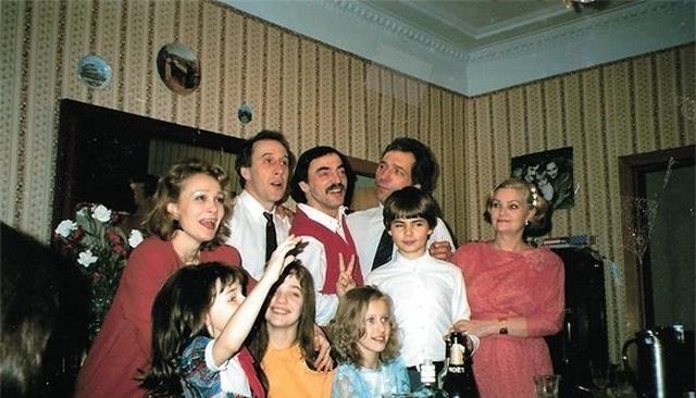 Архивные снимки российских знаменитостей в 90-е годы