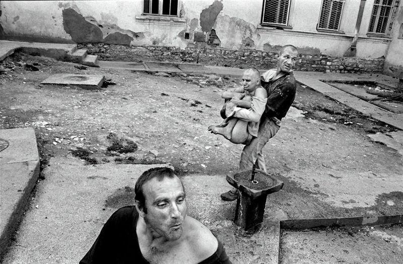 Сумасшедшие дома в Сербии повергли фотографа в шок