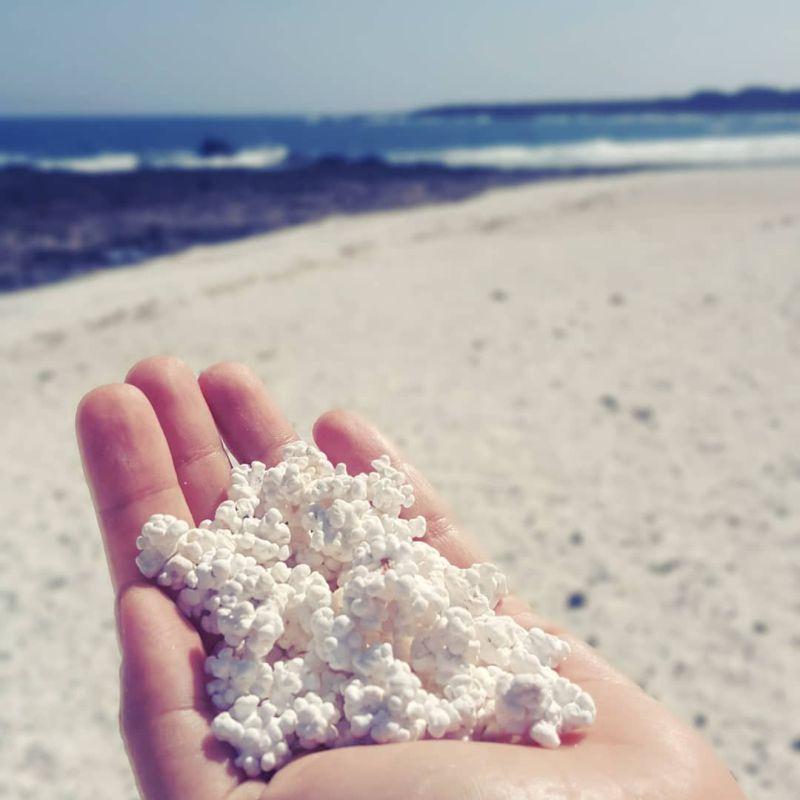 Уникальный попкорновый пляж - достопримечательность Канарских островов