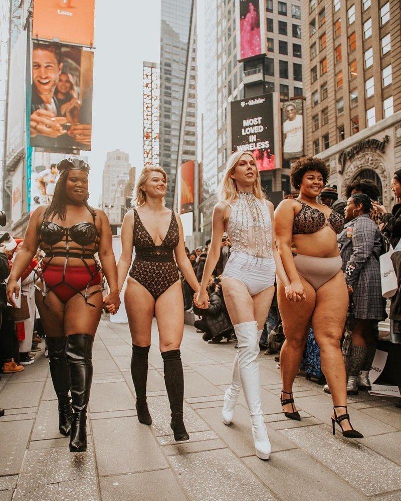 В Манхэттене прошел марш женщин в нижнем белье