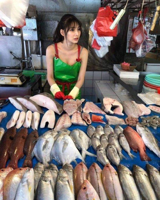 Лю Пэнпэн - самая красивая в мире продавщица рыбы