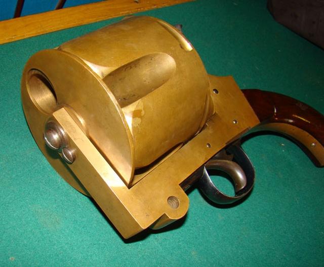 Пятизарядный револьвер внушительных размеров