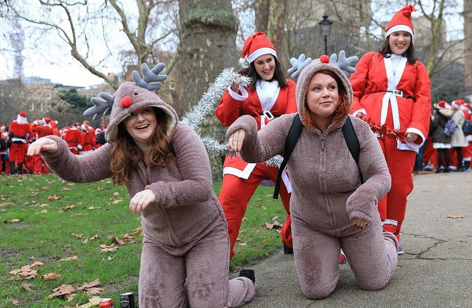 Santacon London 2018: грандиозная попойка Санта-Клаусов в Лондоне