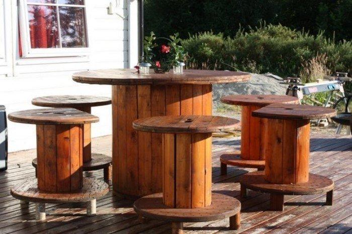 Столики и мебель из старых кабельных катушек