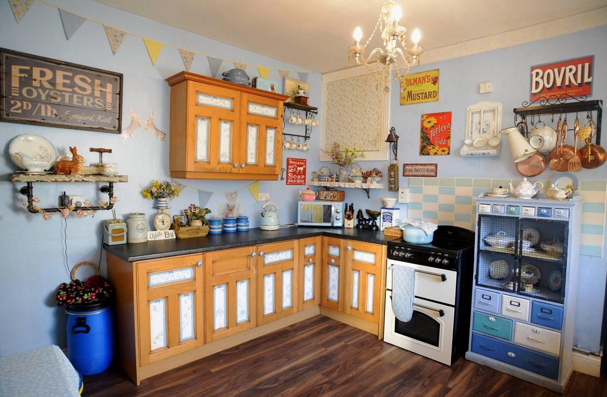 Британка превратила свою квартиру в ретро-страну чудес