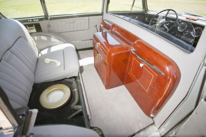 Rolls-Royce Silver Wraith Special со встроенным унитазом
