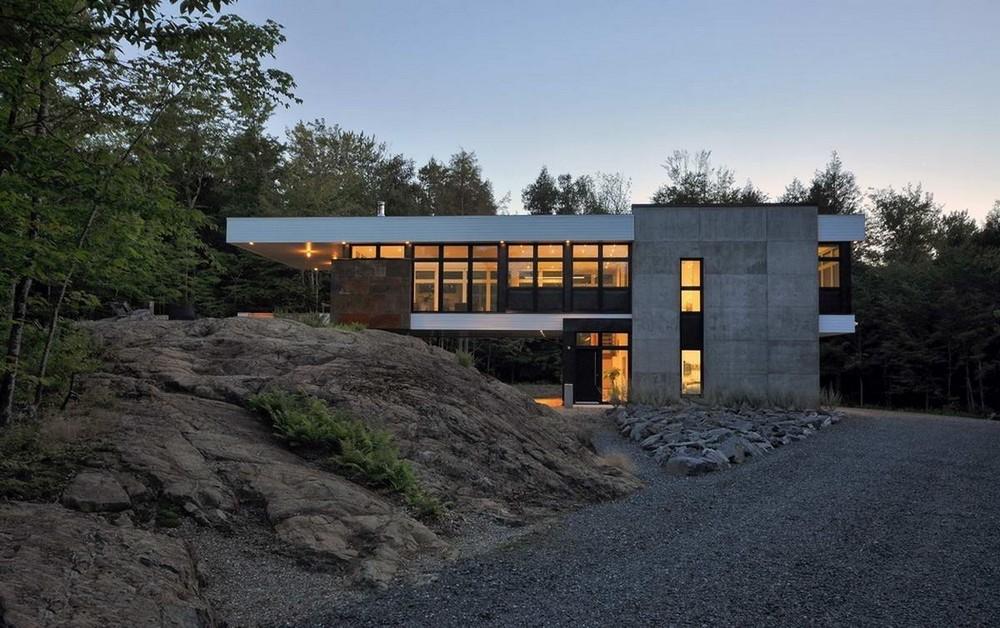 Лесной дом на скале в Канаде