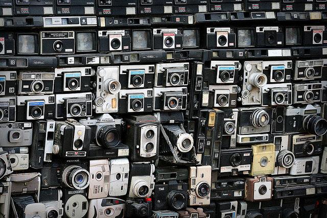 Фургон, покрытый фотоаппаратами