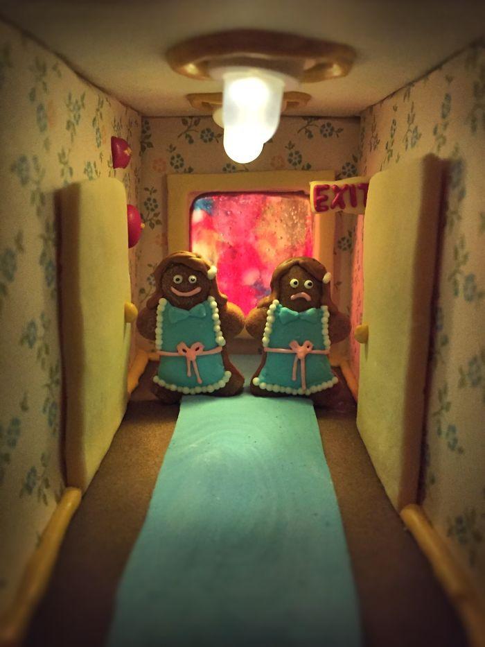 Семья воссоздает культовые фильмы ужасов в пряничных домиках