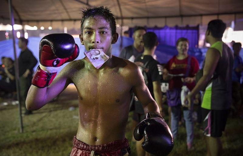 Жесткие поединки по тайскому боксу среди детей