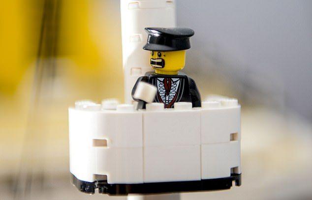 Модель Титаника из Lego из 40 000 деталей