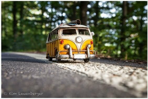 Миниатюрные автомобили на снимках Ким Леенбергер