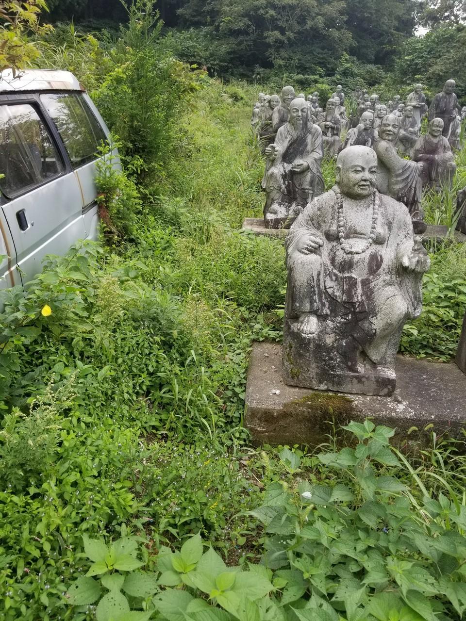 Забытый парк каменных скульптур в Японии