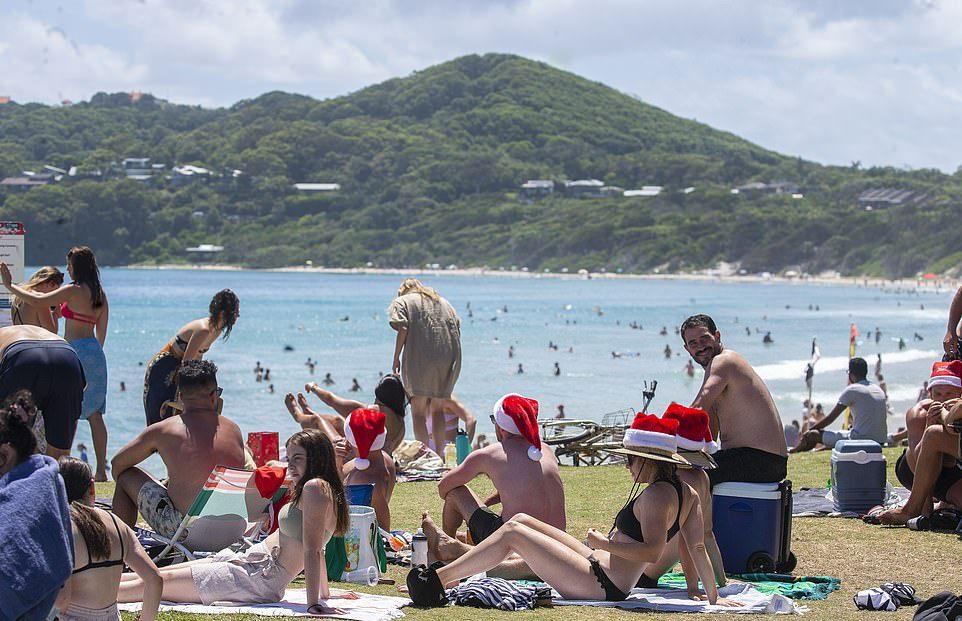 Австралийцы отметили Рождество на пляжах