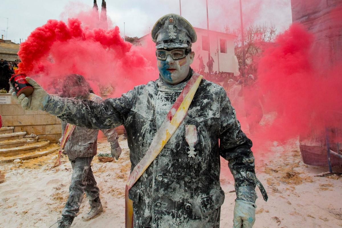 Ежегодная битва яйцами и мукой 2018 в Испании