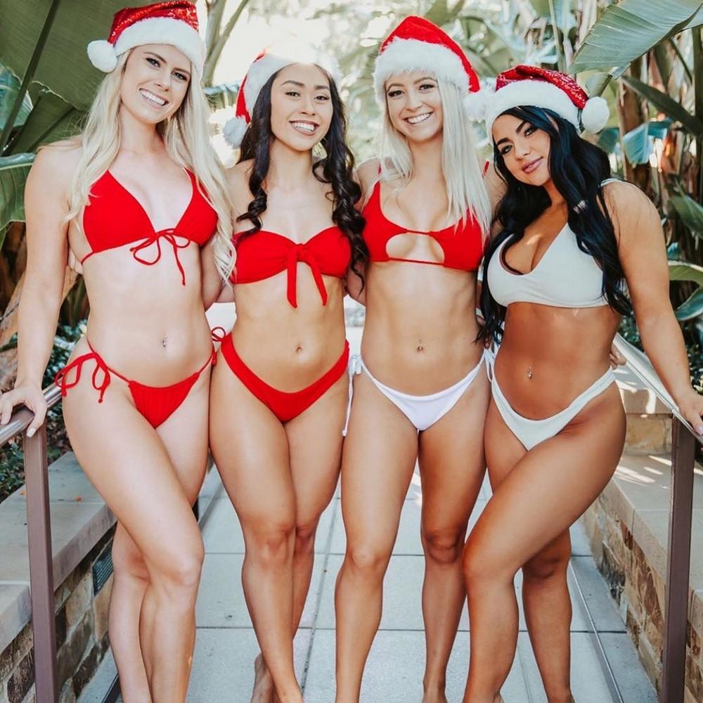 Красивые новогодние девушки