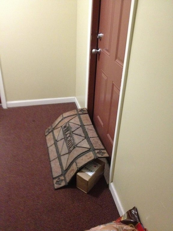 Курьеры, которые оставили посылки под ковриком