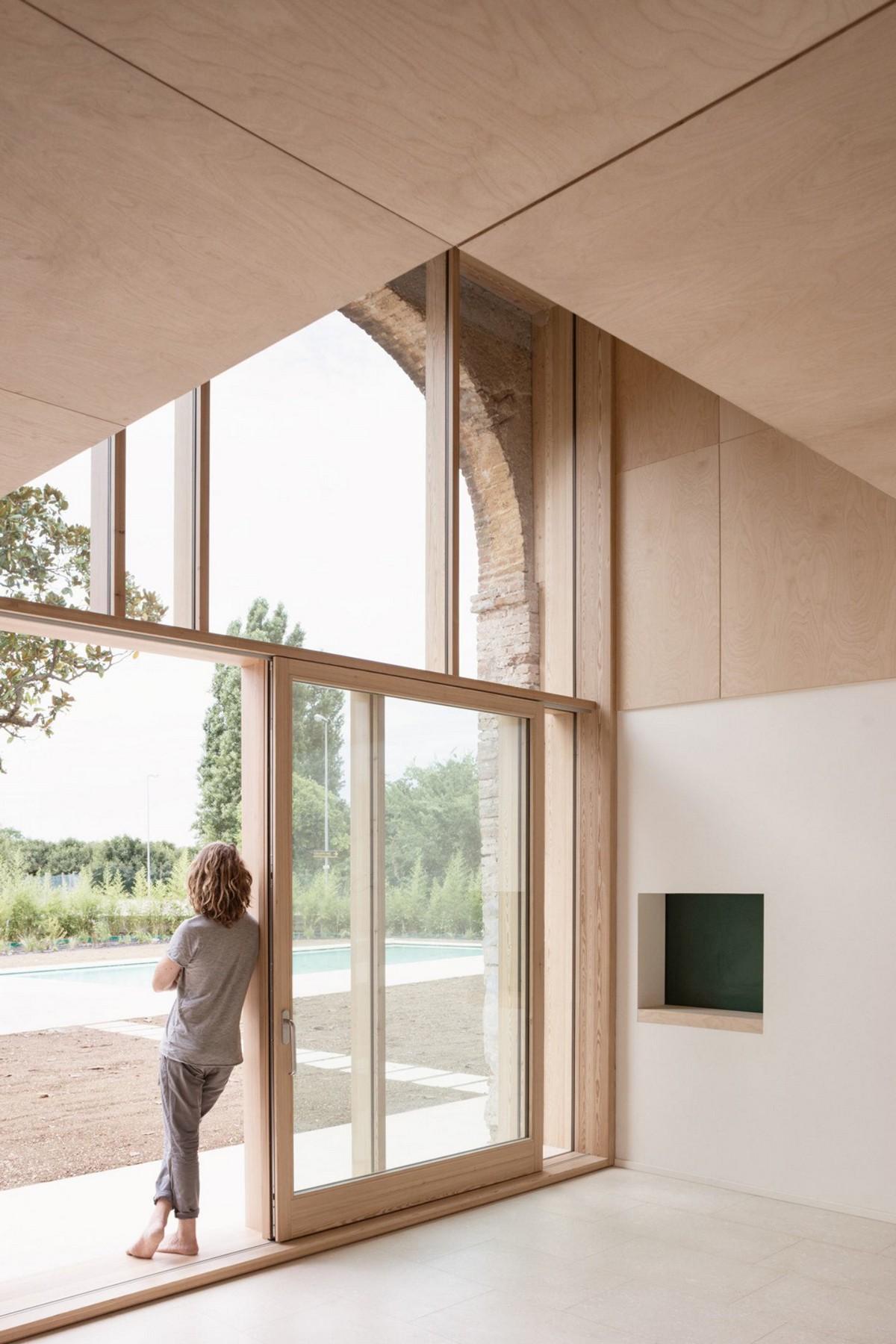 Архитекторы превратили старый амбар в современный жилой дом