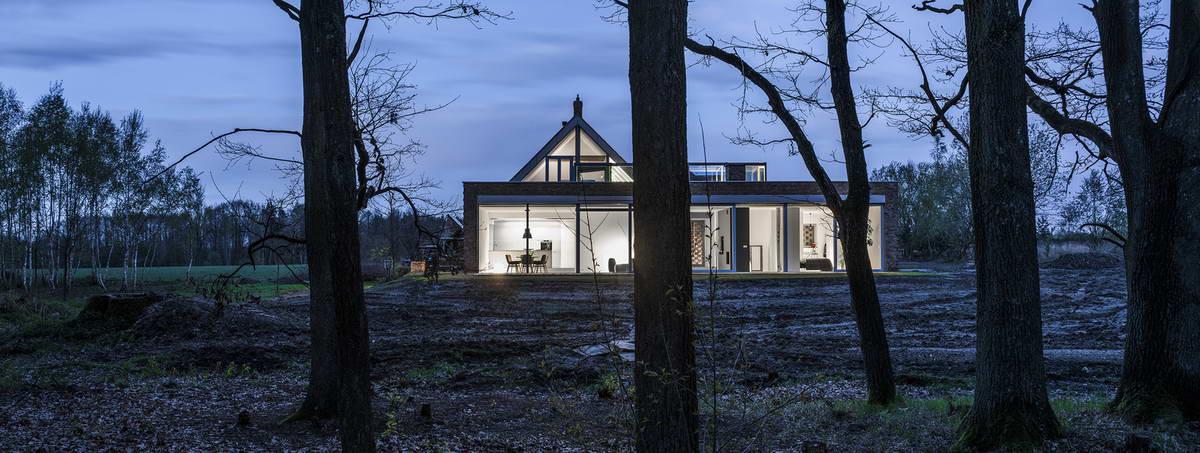 Красный кирпичный дом в Польше