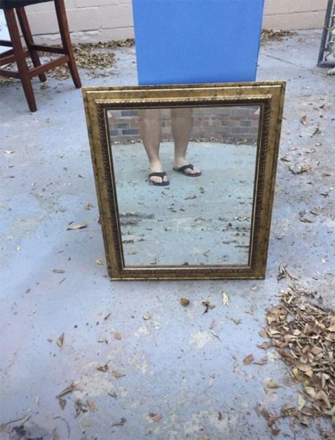 Люди продают зеркала в сети