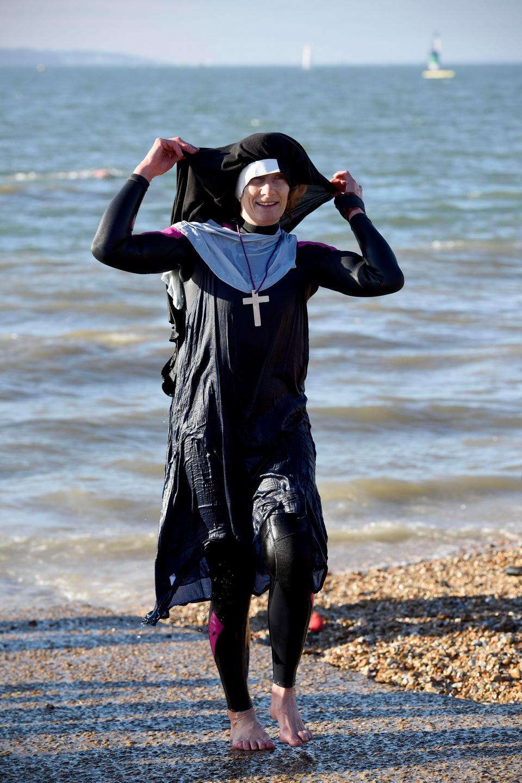 Пловцы в Великобритании отметили наступление 2019 года