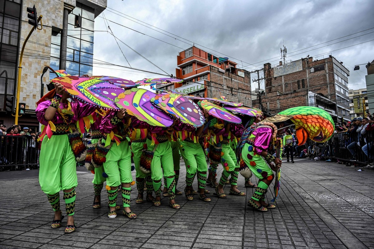 Яркий карнавал чернокожих и белых в Колумбии