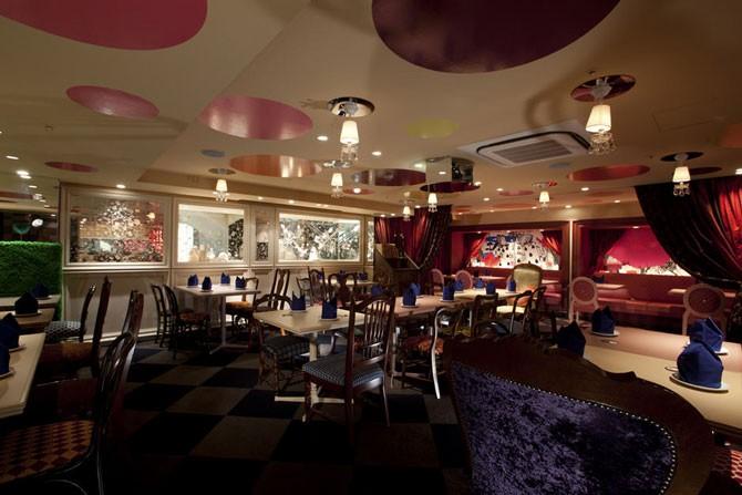 Алиса в стране чудес – удивительный ресторан в Токио