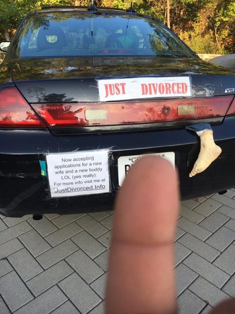 Автомобилисты празднуют развод, когда семейные отношения пошли не по плану