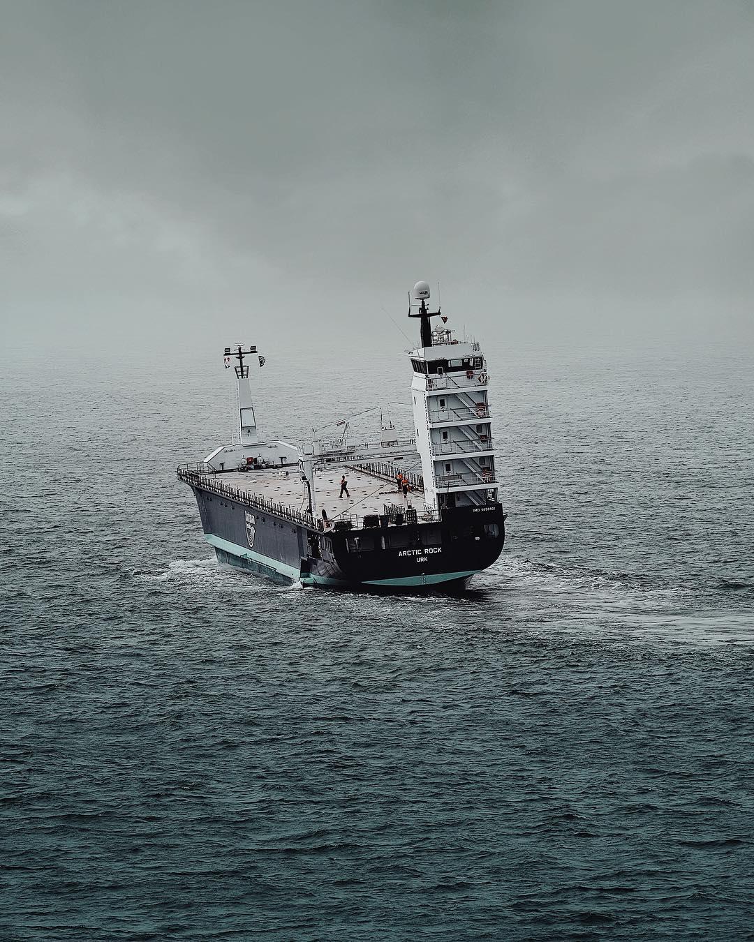 Корабли и рыбацкие лодки на снимках Жоао Бернардино