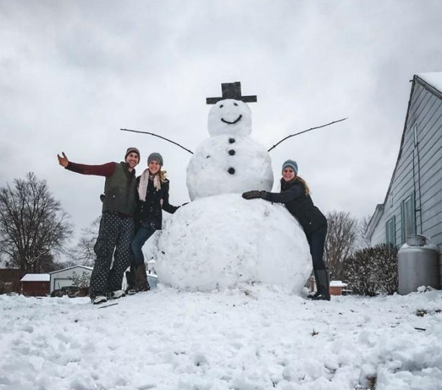 Моментальная карма за попытку уничтожить снеговика (ФОТО)