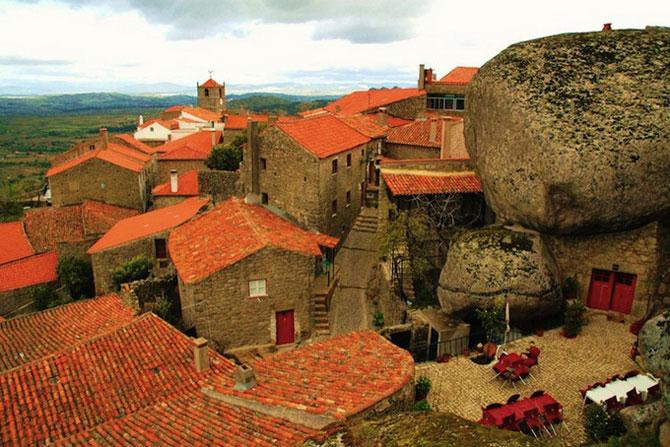 Удивительная деревня Монсанто в Португалии