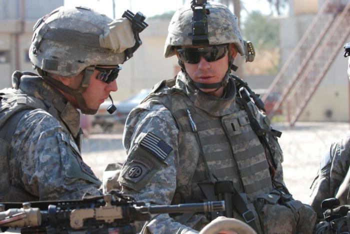 Для чего американские солдаты носят темные очки