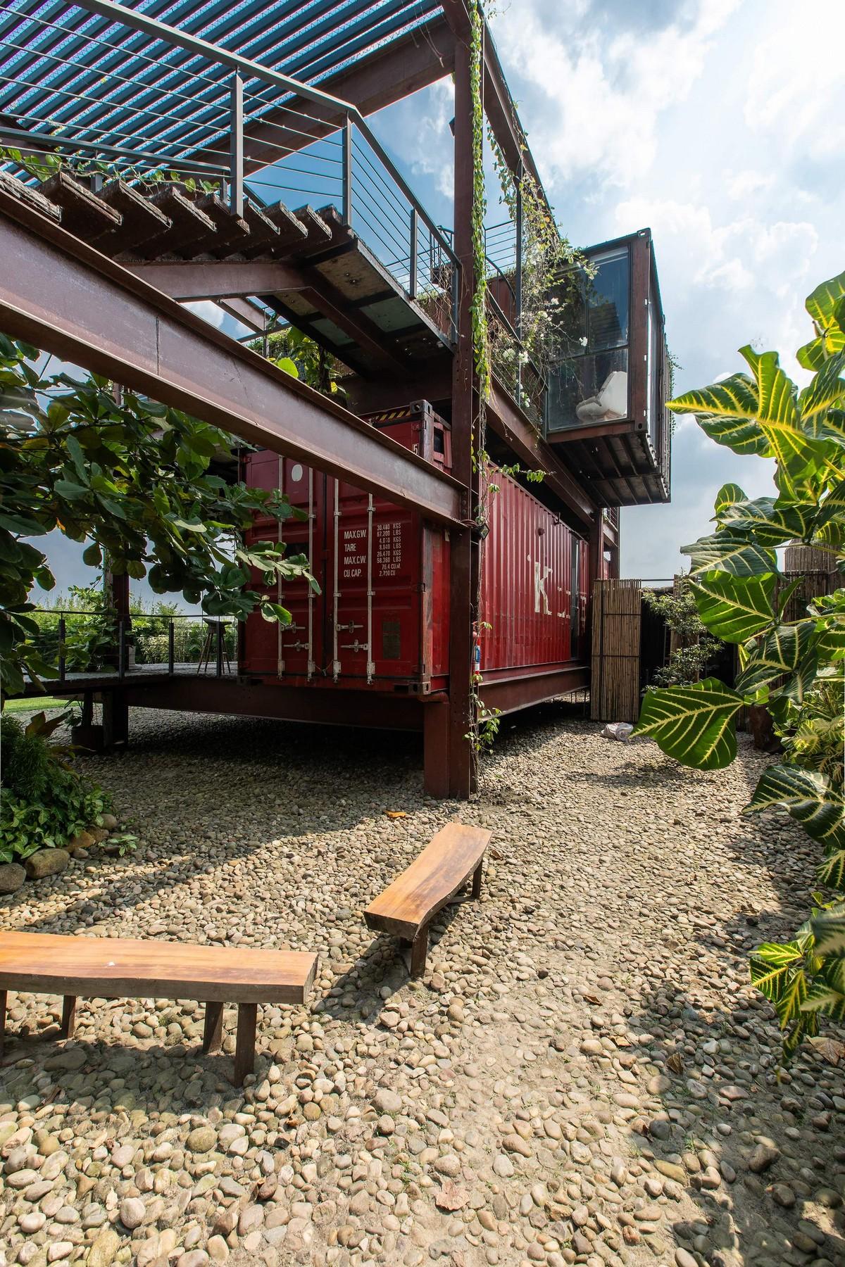Уникальный дом из контейнеров в Бангладеш