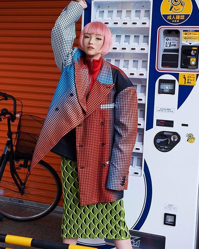 Красивая японская фотомодель на самом деле не человек