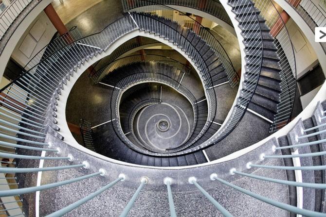 Невероятные фотографии лестниц от Нильса Айсфельда