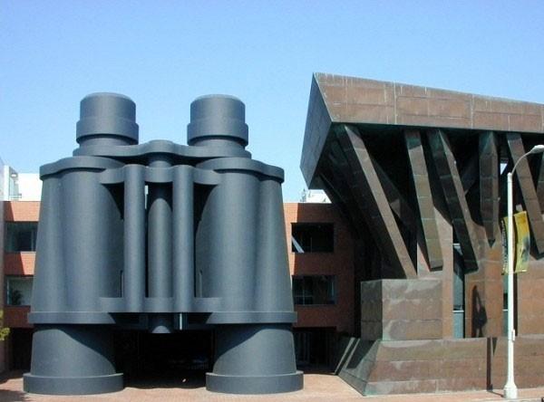 Гигантские скульптуры от Класа Ольденбурга